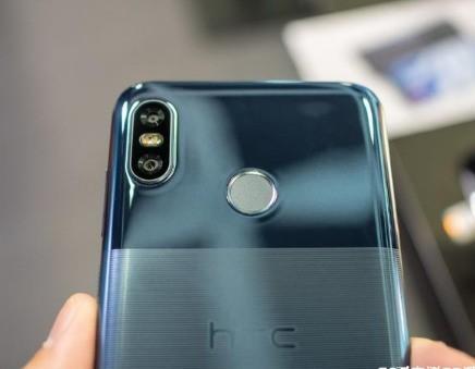 HTC Desire 19+ 开机黑屏怎么办?