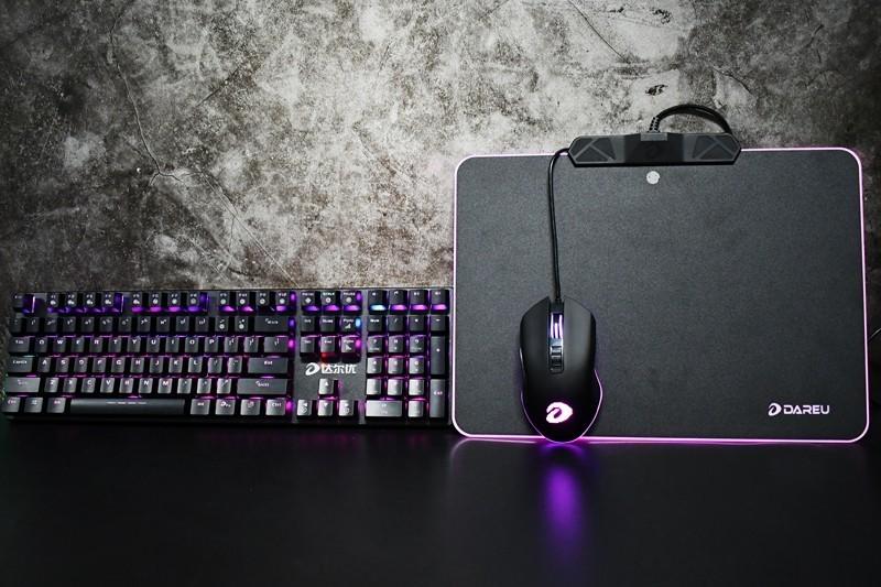 这个键盘灯光在哪里打开?