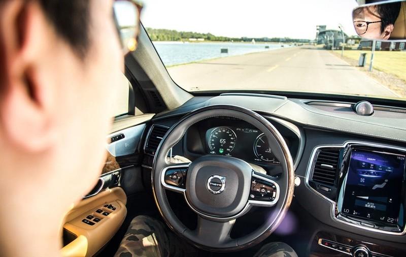 特斯拉汽车频出事故,你还相信自动驾驶吗?