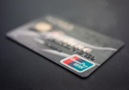 银行卡长期无存款,再存钱的话,之前的欠的短信费会再扣掉吗?