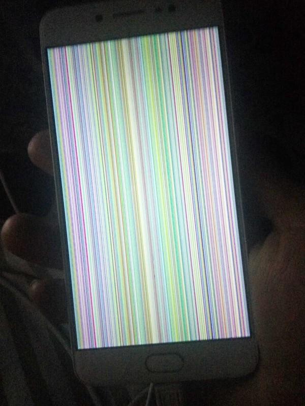 VIVO X7更新完系统花屏 屏幕碎了 但是不严重 关键是花屏了他...