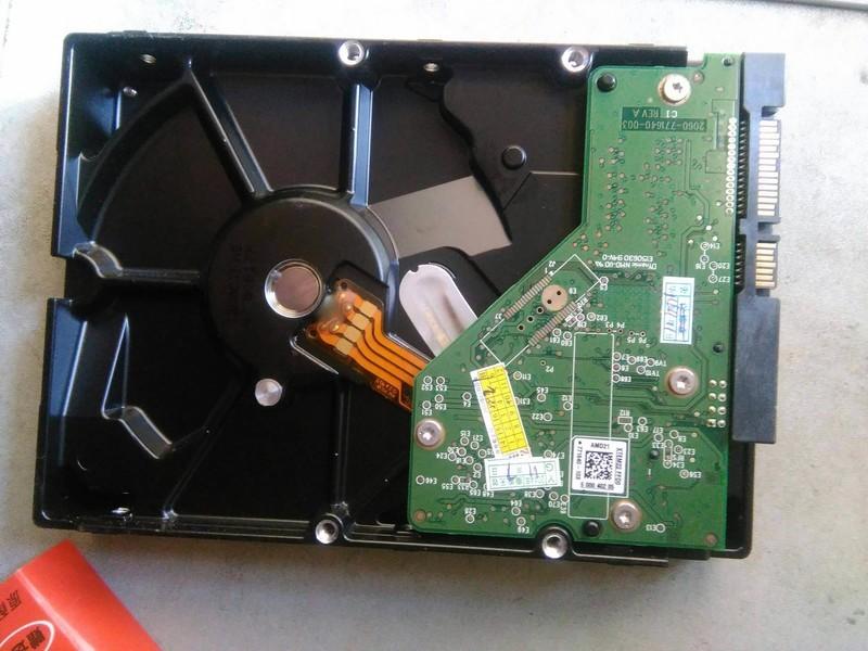 电脑系统坏了,怎么把硬盘数据弄出来